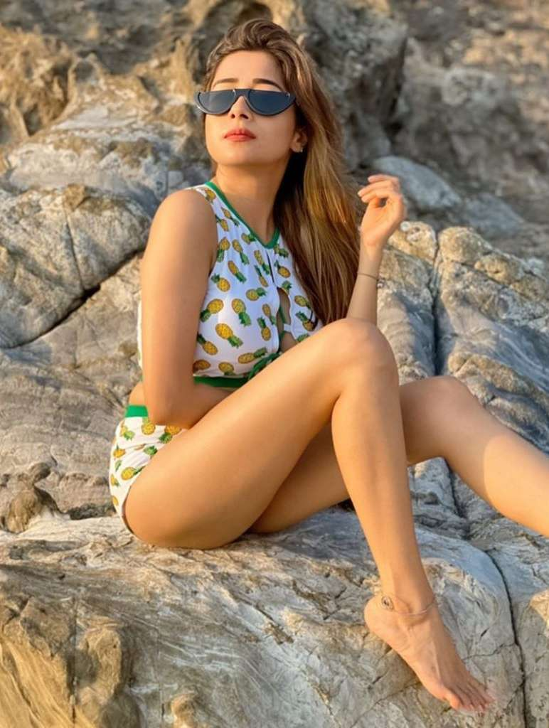 Latest-Tina-Datta-Hot-Sexy-Bikini-Beach-Photos
