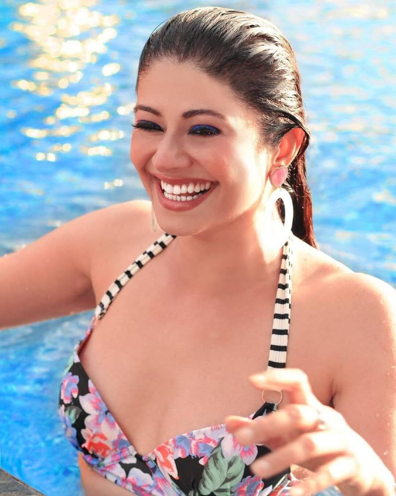 Pooja-Batra-bikini-photos-looks-sizzling-in-the-latest-photoshoot