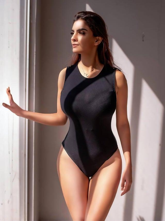hot-anveshi-jain-bikini-lingerie-swimsuit-pictures