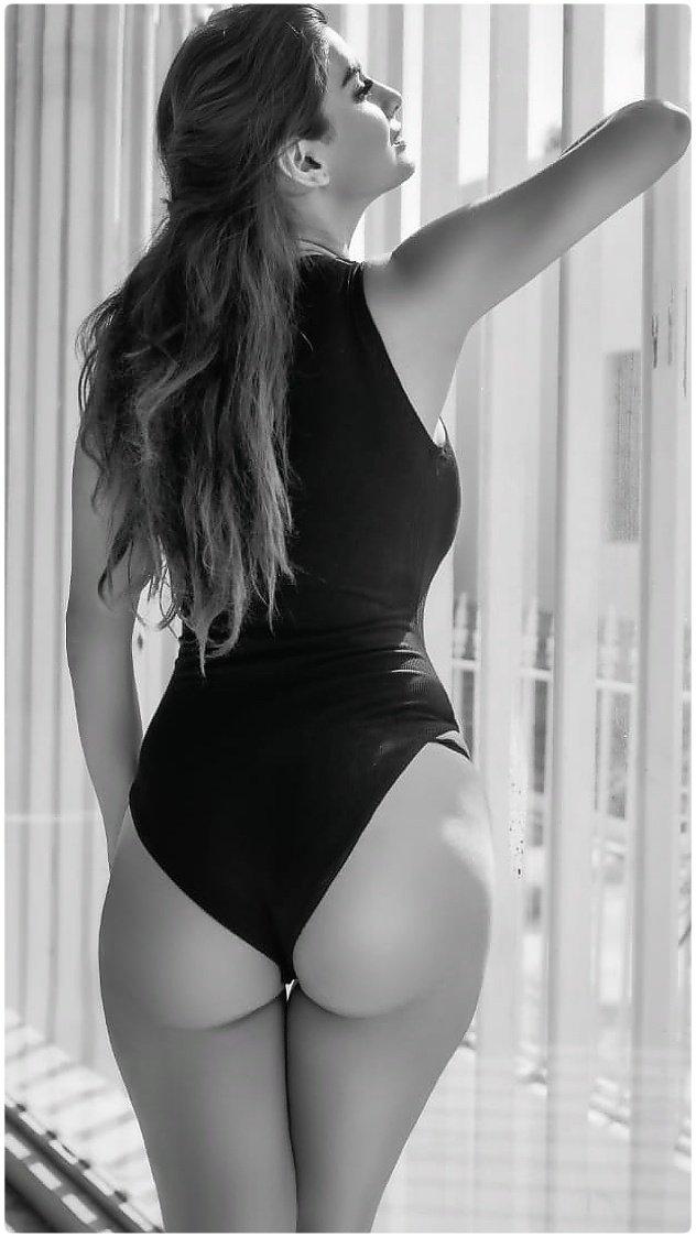 anveshi-jain-bikini-photos-showing-her-perfect-curvy-hot-butt-ass
