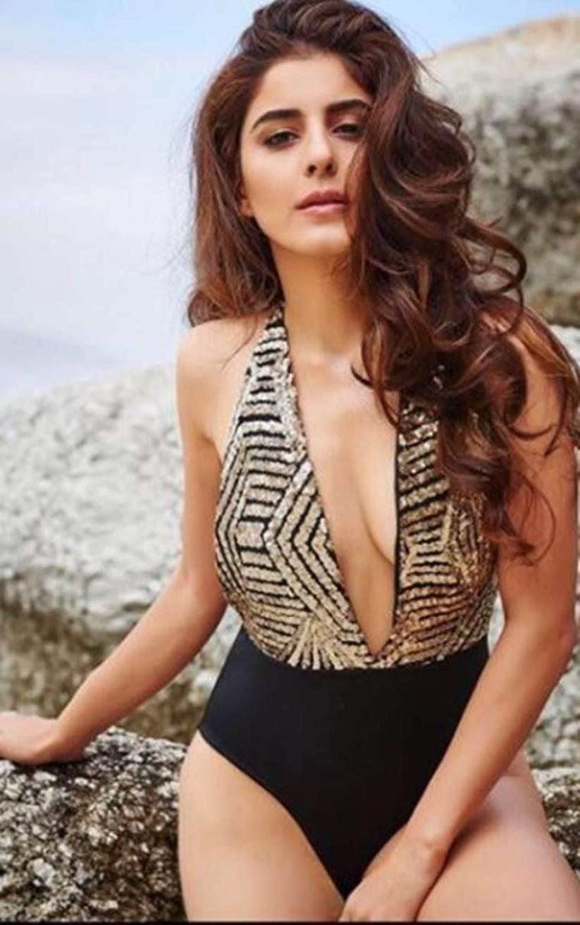 isha-talwar-bikini-pictures-shows-off-her-side-boobs