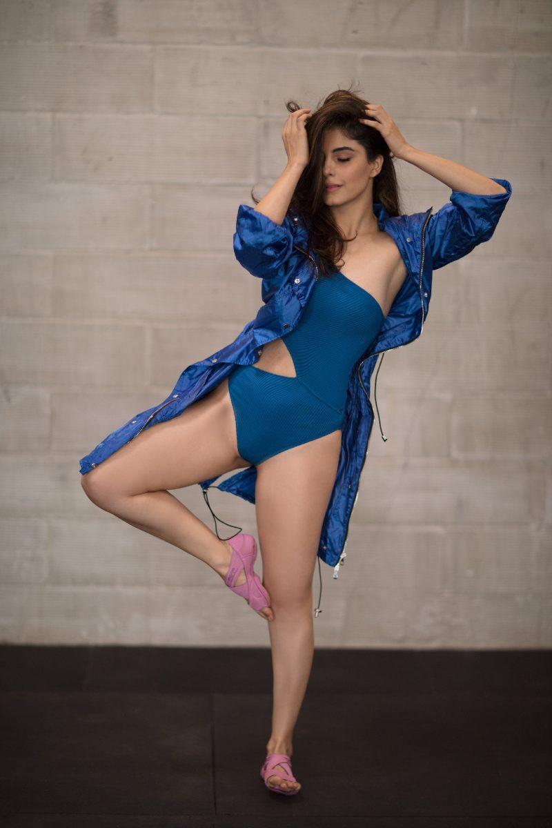 mirzapur-actress-isha-talwar-bikini-photoshoot-display-her-toned-body
