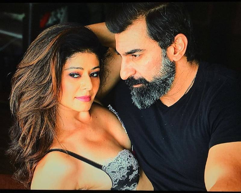 pooja-batra-cleavage-in-bikini-top-with-her-husband