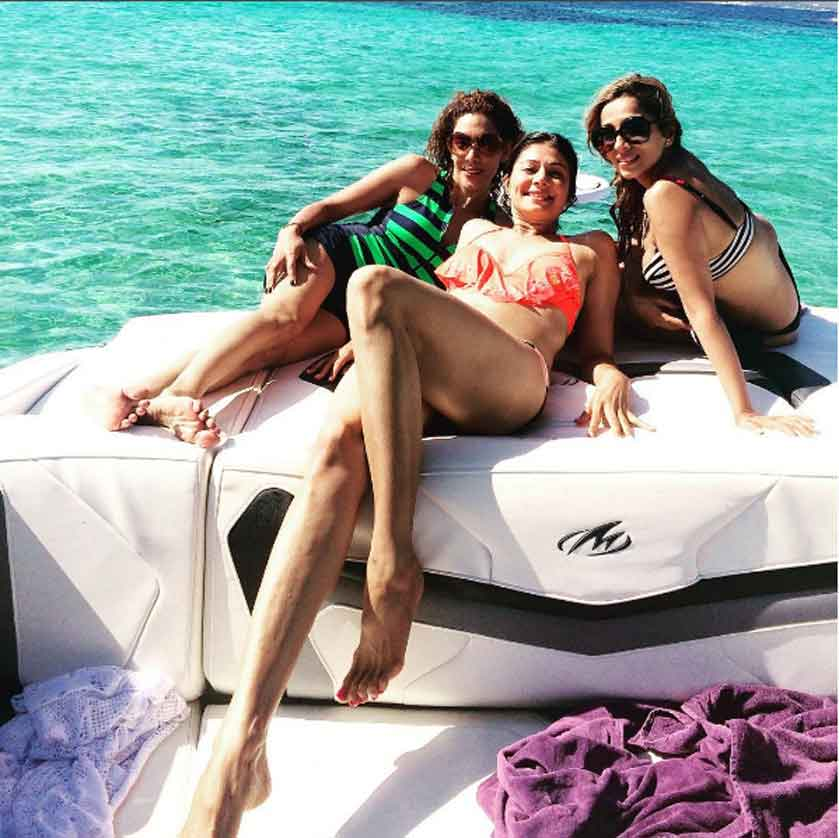 pooja-batra-in-bikini-having-fun-with-friends
