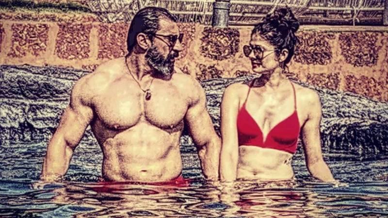bollywood-actress-pooja-batra-in-red-bikini-in-pool-with-nawabshah