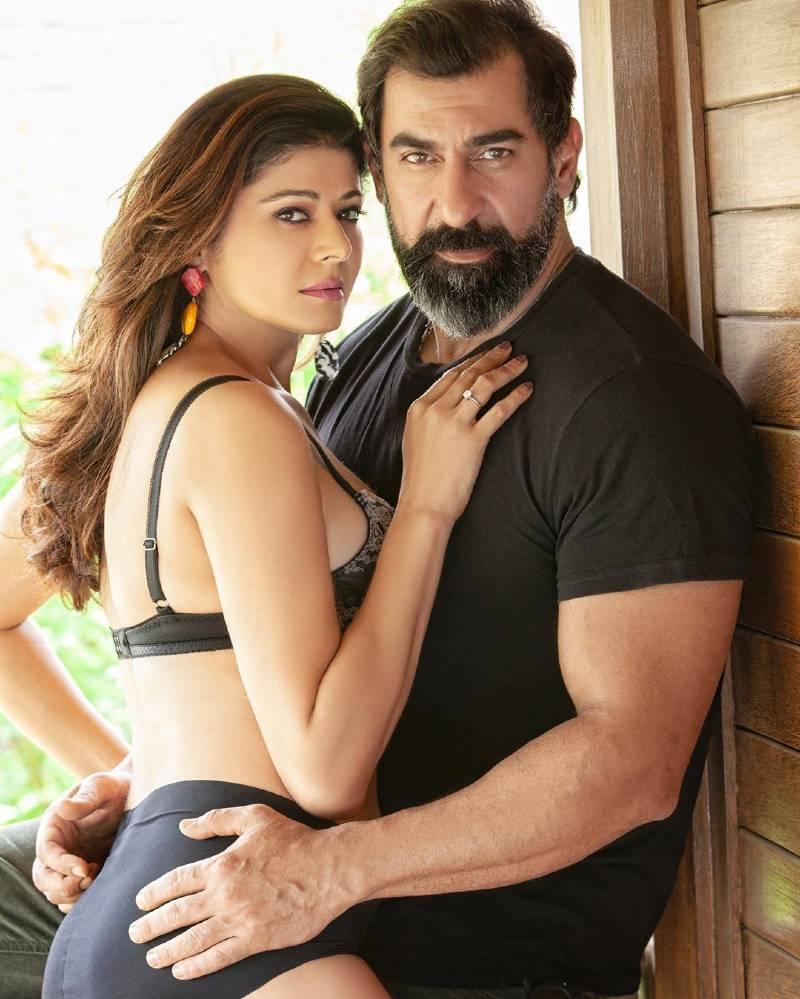 tall-bollywood-actress-pooja-batra-in-bikini-posing-with-her-husband
