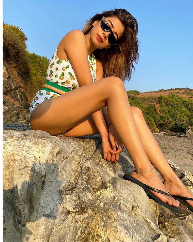 tina-datta-in-bikini-on-beach-side-display-her-curvy-ass-in-bikini