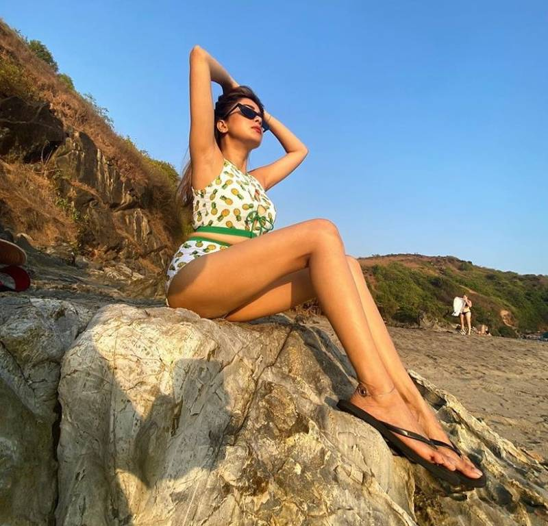 tina-datta-showing-her-hot-figure-in-white-printed-bikini-on-beach