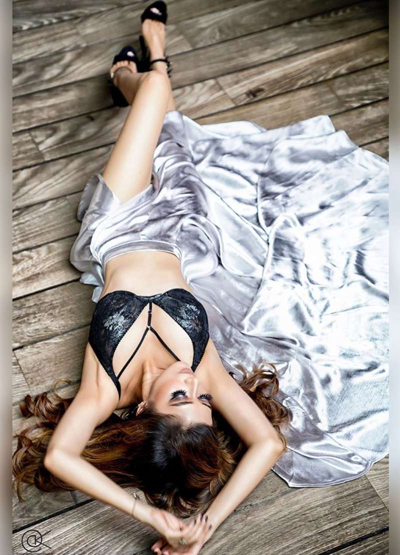 uttaran-star-tina-datta-bikini-shoots-showing-her-perfect-curves