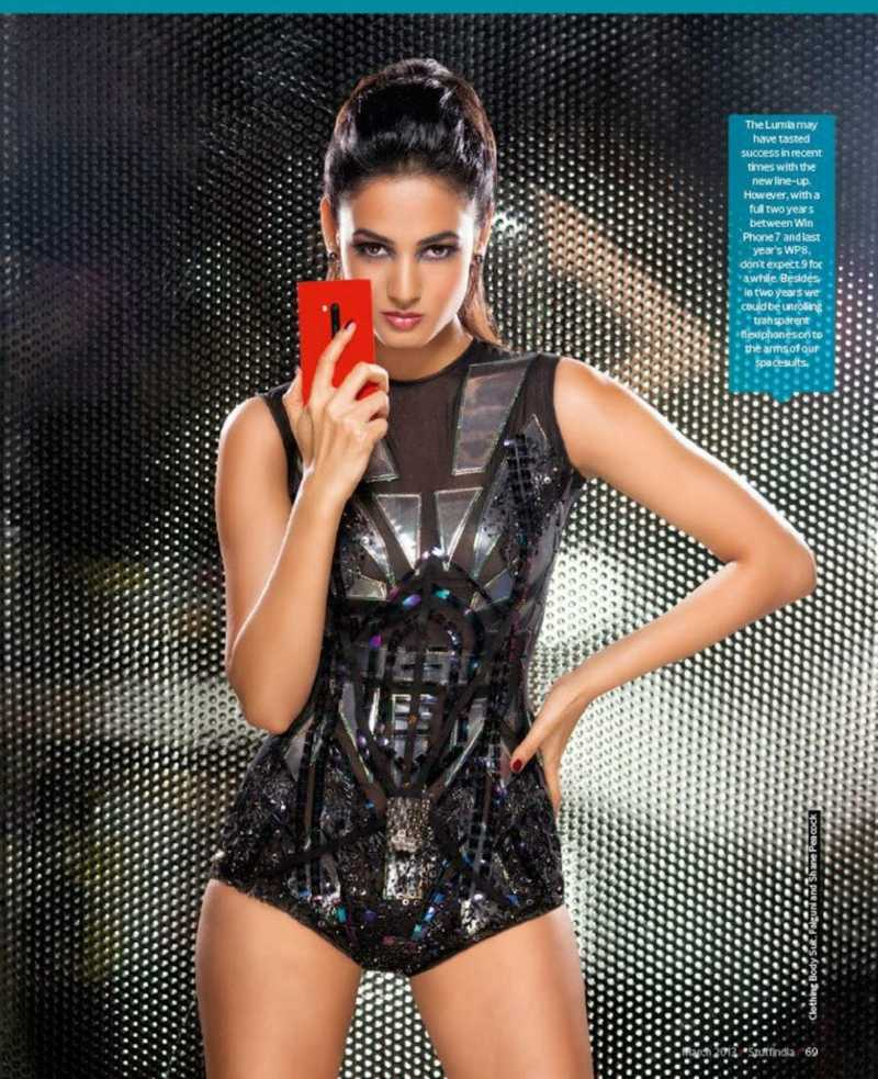 actress-sonal-chauhan-bikini-outfit-pictures-for-famous-magazine