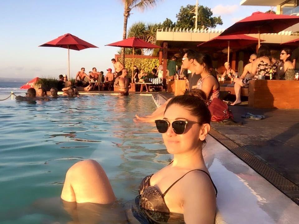 hot-shefali-jariwala-bikini-images-increasing-the-heat-in-water