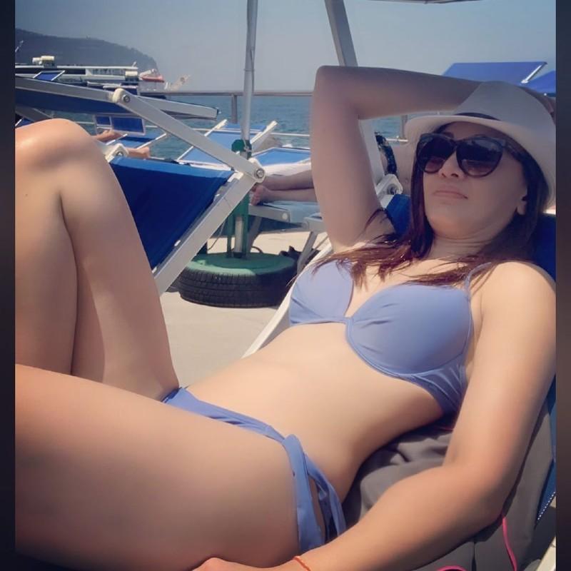 bollywood-actress-shefali-jariwala-bikini-body-photos-on-beach-exposing-her-sexy-hot-figure
