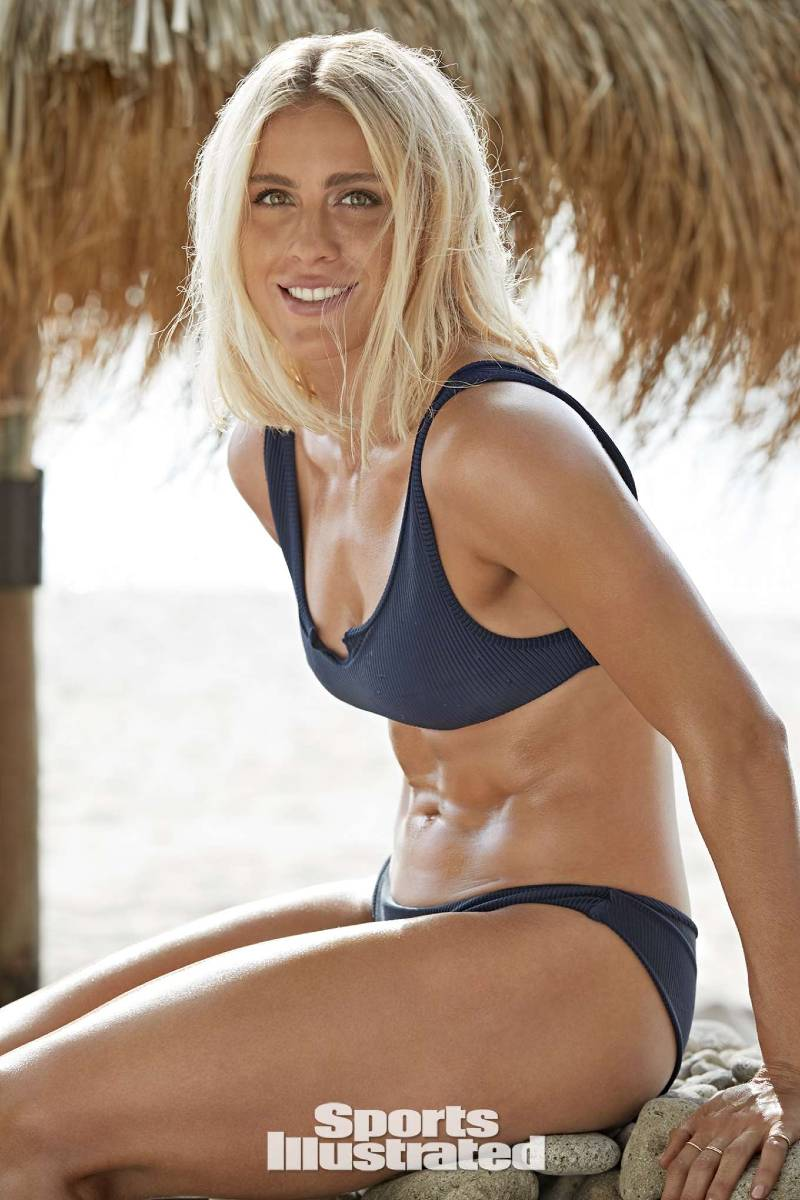 Sports-Illustrated-Swimsuit-model-abby-dahlkemper-bikini-pictures