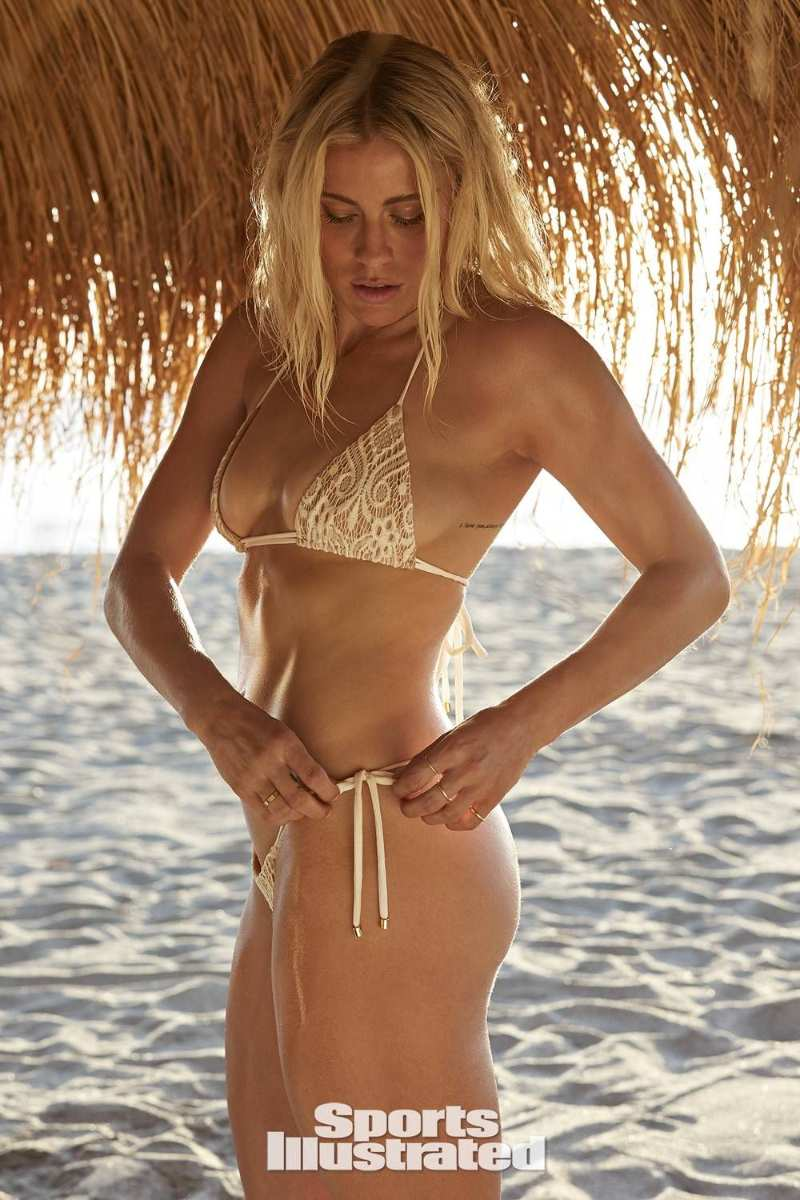 abby-dahlkemper-exposing-her-toned-bare-butt-ass-in-bikini-sports-illustrated-swimsuit-photoshoot
