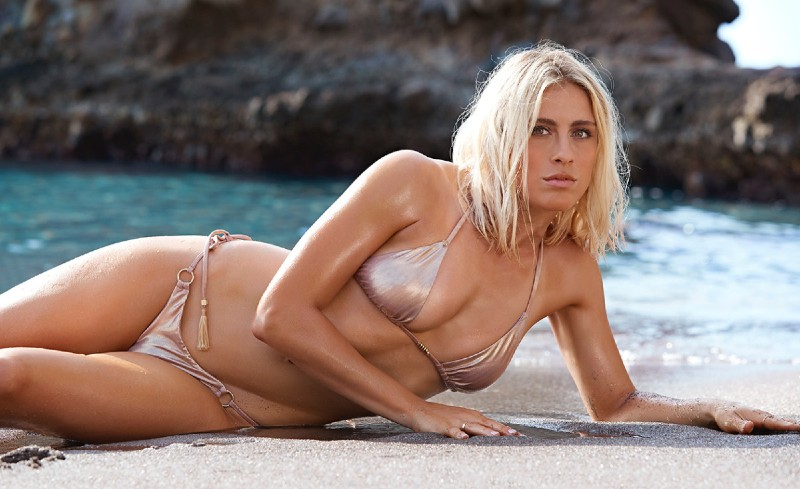 abby-dahlkemper-hot-body-photoshoot-in-si-swimsuit