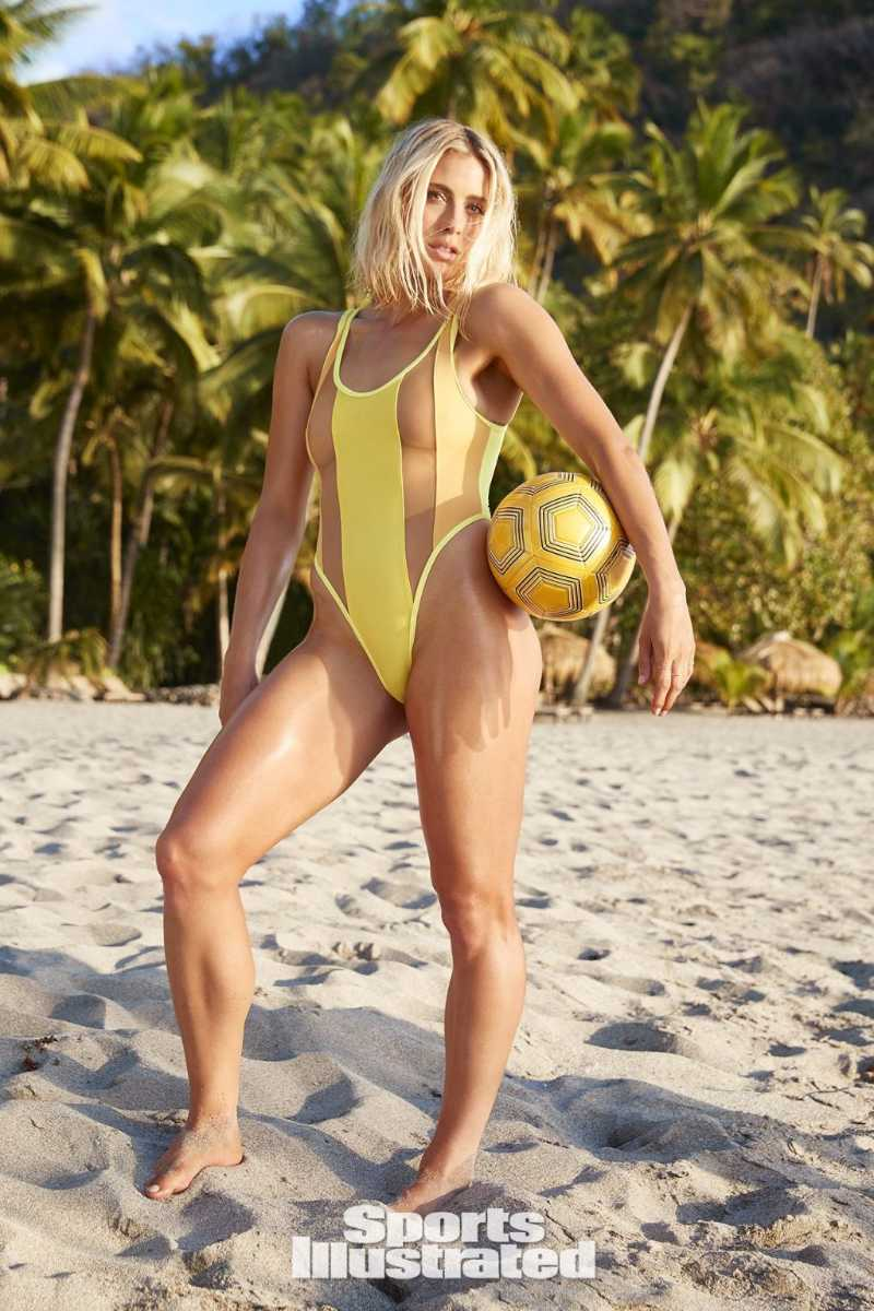 abby-dahlkemper-nude-boobs-show-in-transparent-bikini-display-her-bare-boobs
