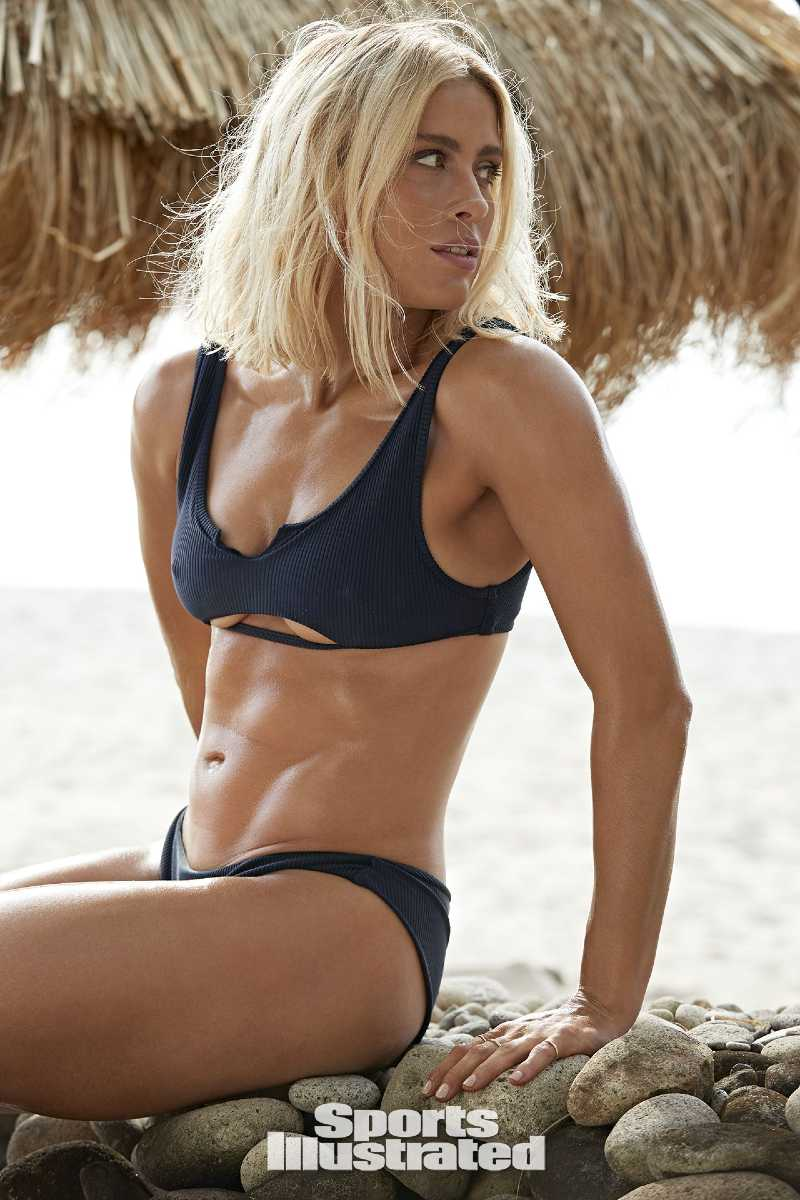 abby-dahlkemper-si-swimisuit-model-showing-her-abs-in-blue-bikini