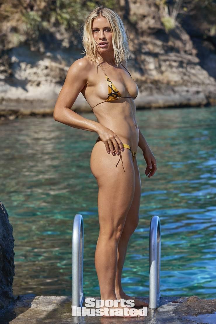 full-body-show-of-abby-dahlkemper-in-bikini-display-her-curvy-toned-figure