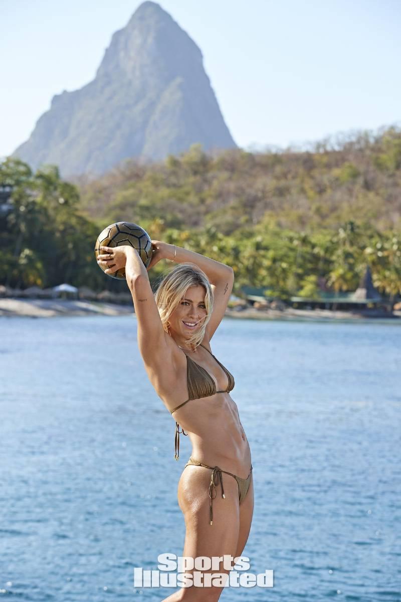 hot-american-soccer-player-bikini-photoshoot-of-abby-dahlkemper
