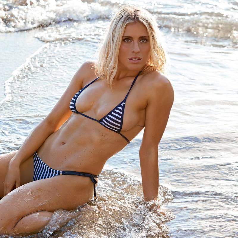 hot-figure-of-abby-dahlkemper-in-bikini-at-beach