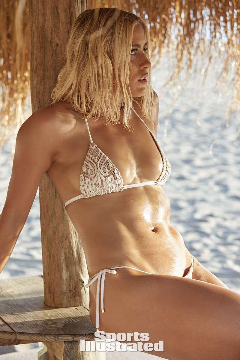 si-swimsuit-model-abby-dahlkemper-boobs-show-hot-figure-in-bikini