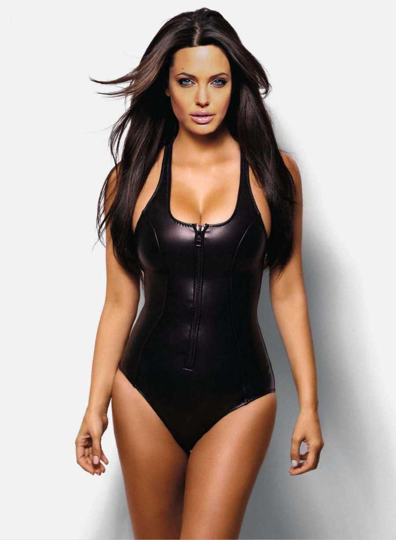 Angelina-Jolie-in-swimsuit-bikini-photos