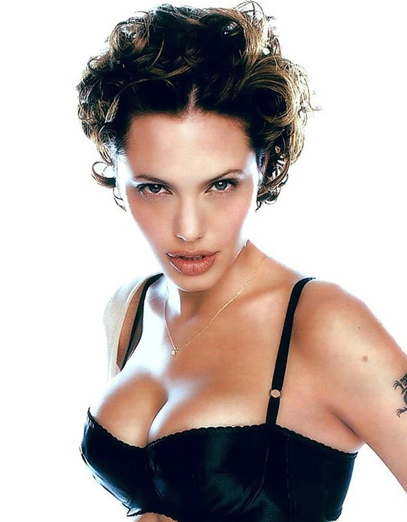 American-actress-Angelina-Jolie-sexy-cleavage-picture-her-boobs-are-popping-out