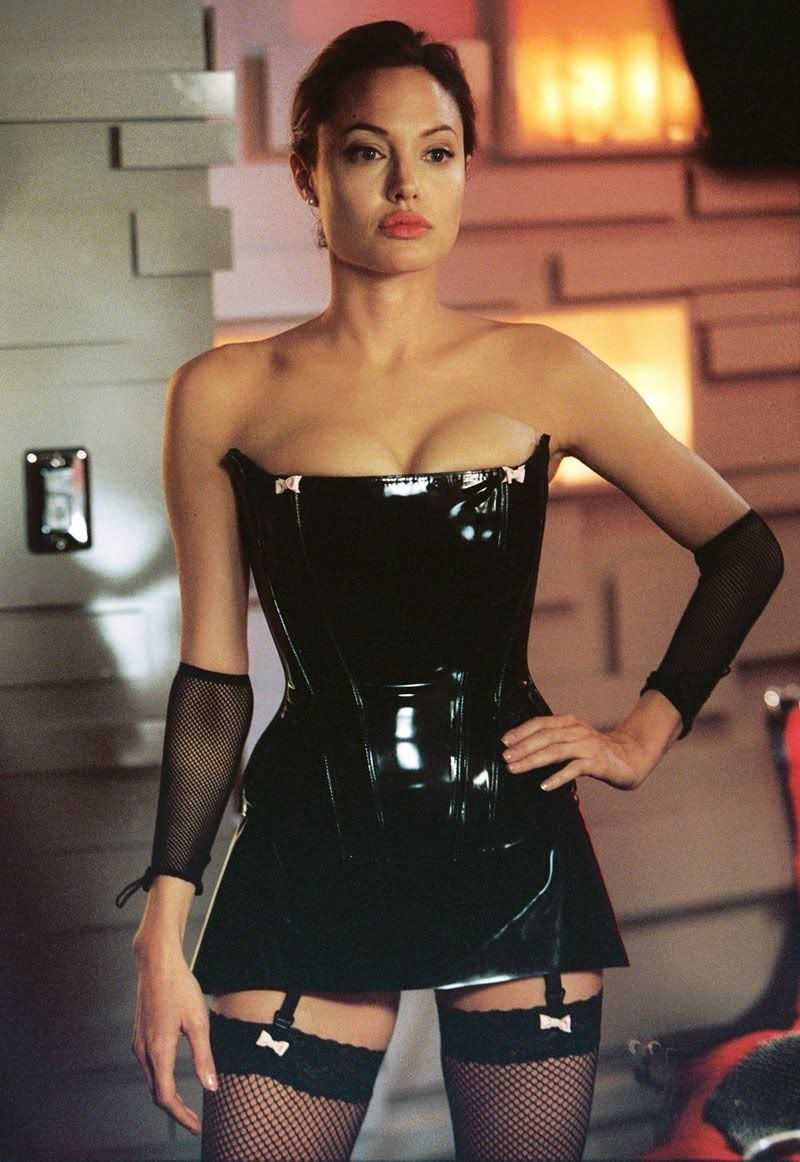 Angelina-Jolie-sluty-look-in-lingerie