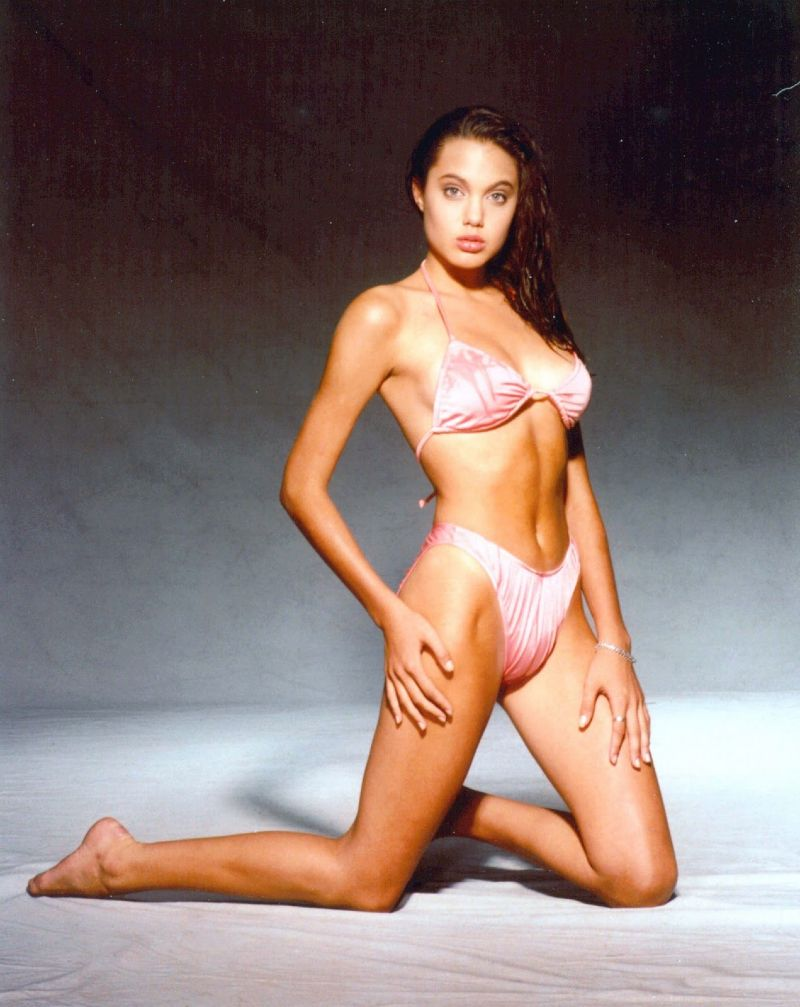 usa-actress-Young-Angelina-Jolie-bikini-images-shows-her-perfect-figure