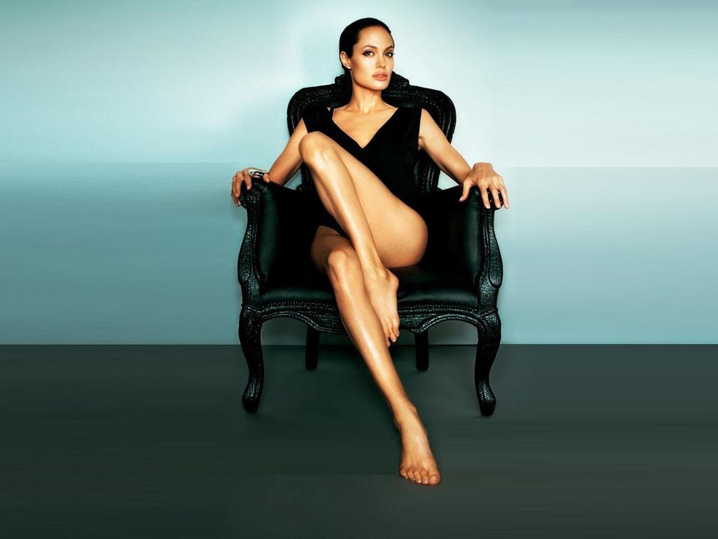angelina-jolie-hot-photos-showing-her-sexy-ass-butt-legs