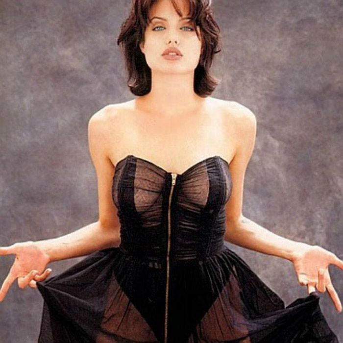 angelina-jolie-in-lingerie-showing-her-hot-body-assets
