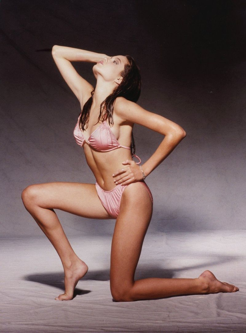 united-states-of-america-angelina-jolie-poses-in-pink-bikini-shown-her-tight-body