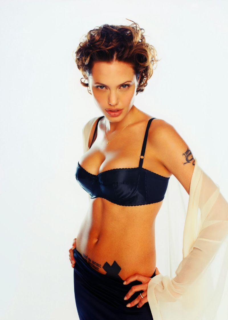 united-states-angelina-jolie-wearing-bra-showing-her-sexiest-body