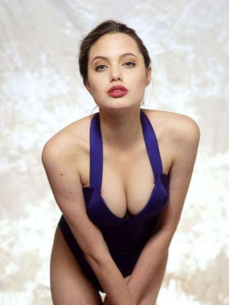 hot-hollywood-actress-angelina-jolie-boobs-deep-cleavage-pictures