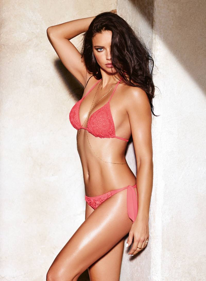 Adriana-Lima-pose-and-show-her-perfect-toned-body-in-bikini