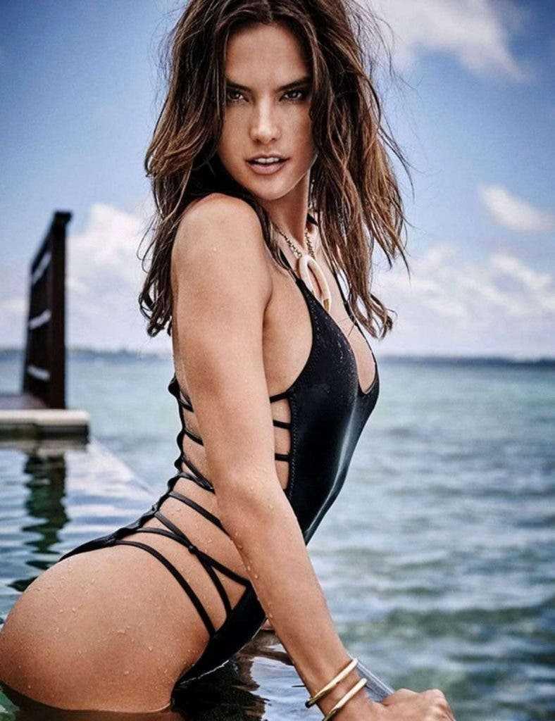 Alessandra-Ambrosio-Bikini-Pics-shows-off-her-toned-ass-butt