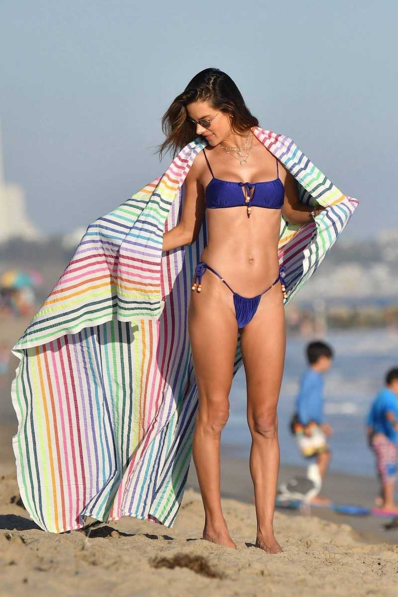 Alessandra-Ambrosio-in-Bikini-on-beach-showing-her-candids-pictures-exposing-her-hot-body