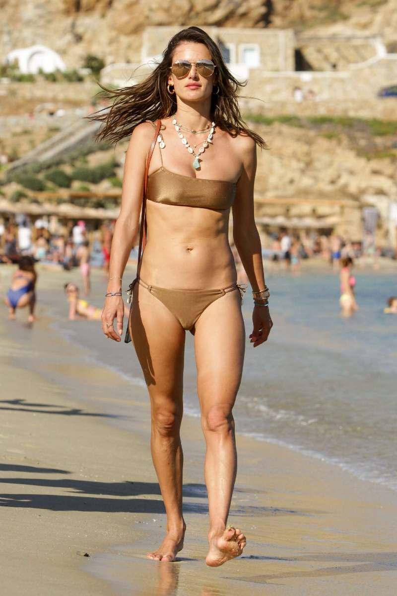 Alessandra-Ambrosio-in-Bikini-relaxing-on-beach