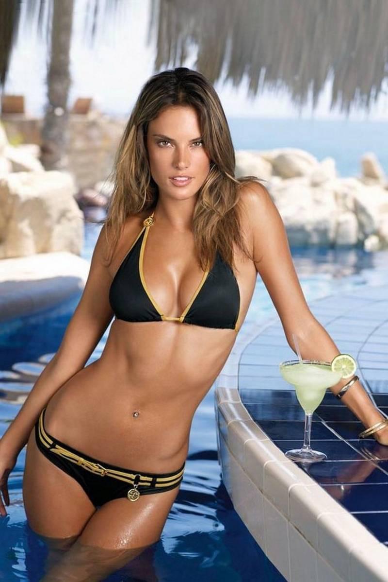 Alessandra-ambrosio-posing-in-bikini-in-pool-making-water-hot