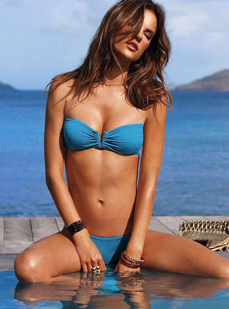 Alessandra-ambrosio-seductive-look-in-bikini