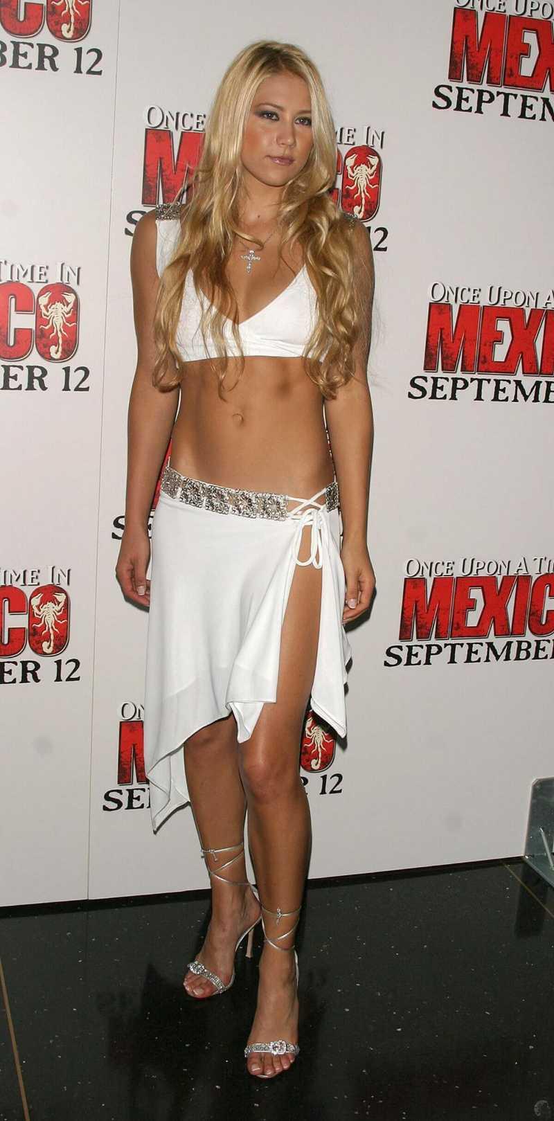 Anna-Kournikova-sexy-navel-show-in-bikini-top-and-slit-outfit