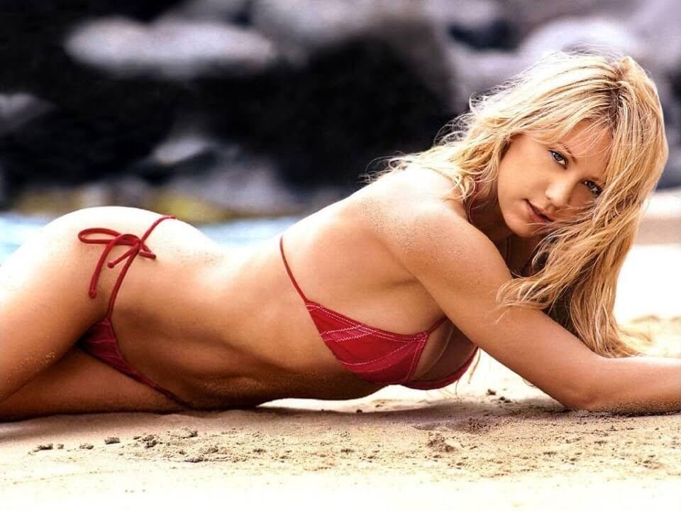 Hot-American-professional-tennis-player-Anna-Kournikova-hot-picture-in-bikini