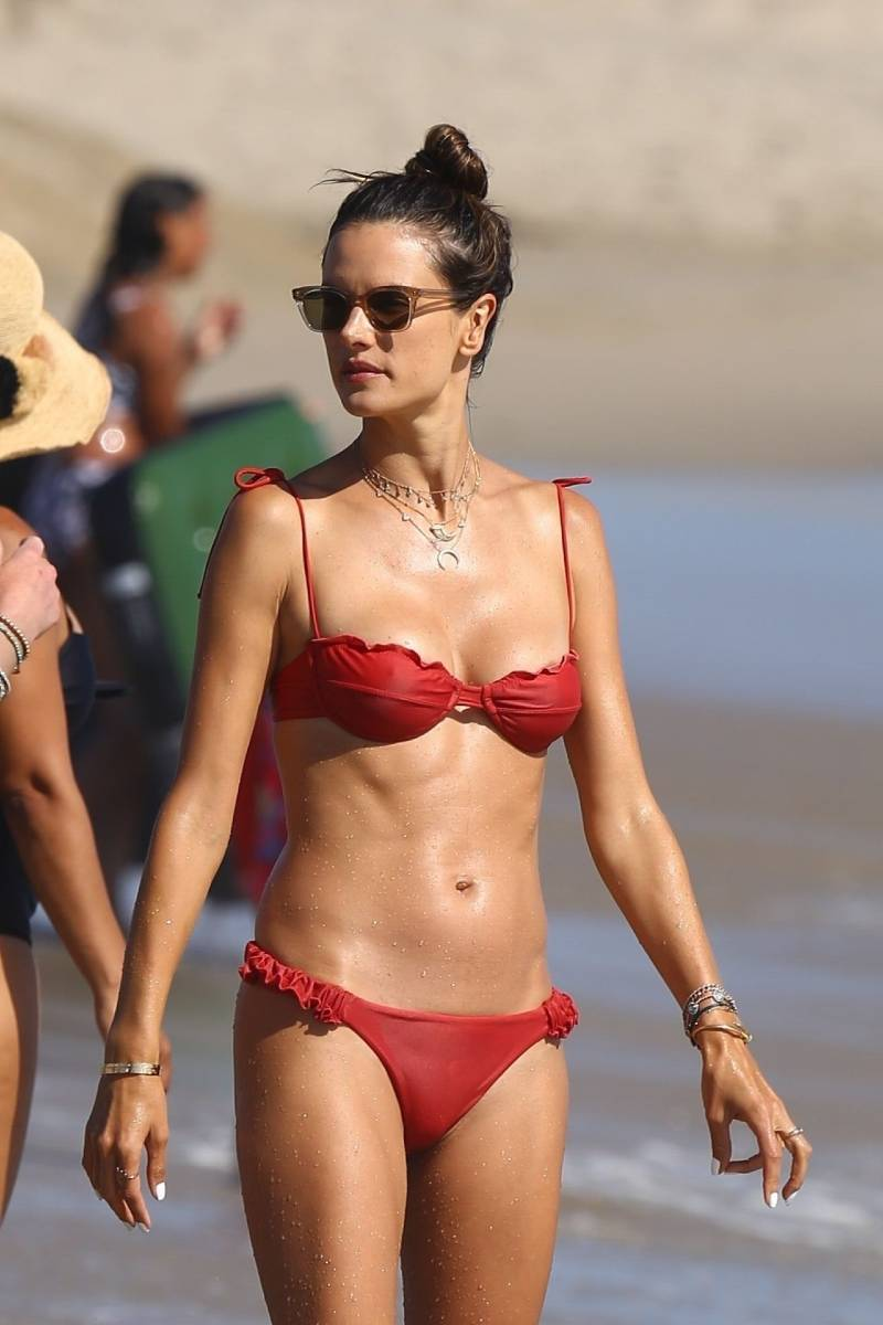 alessandra-ambrosio-in-a-bikini-flaunting-her-toned-body