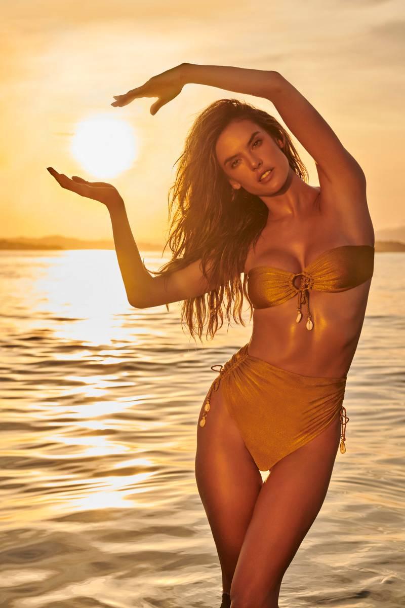 alessandra-ambrosio-in-bikini-two-piece-bikini-pictures-having-pose-with-sun