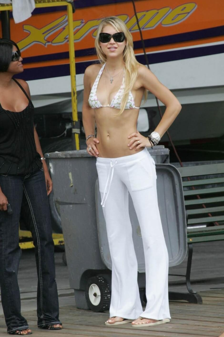 american-tennis-player-Anna-Kournikova-in-bikini-bra-flaunts-her-sexy-physique