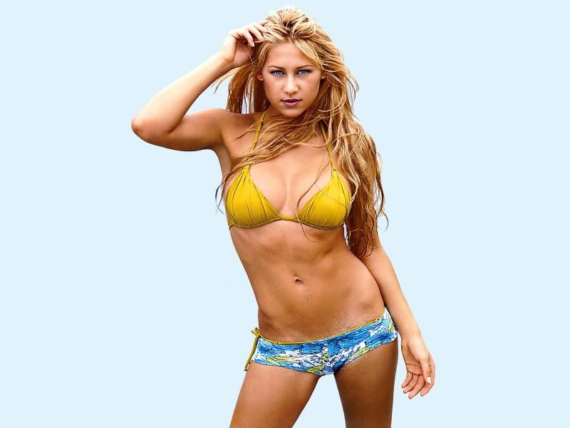 anna-kournikova-bikini-photos-shows-off-her-perfect-hot-figure