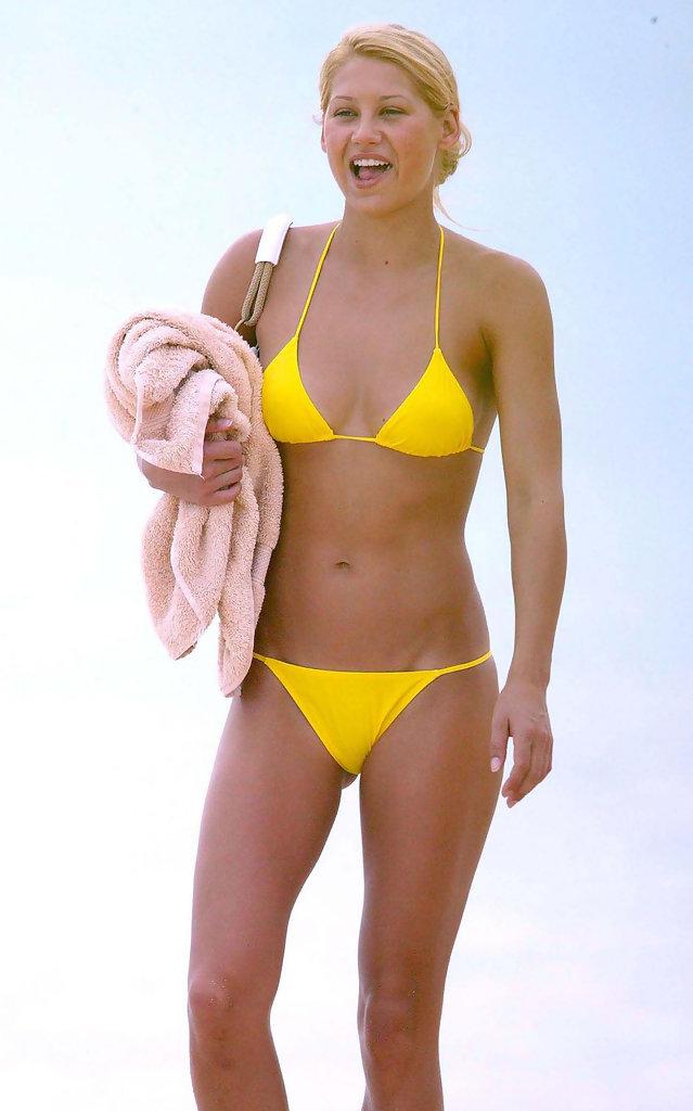 anna-kournikova-in-tiny-yellow-bikini-having-fun-on-beach