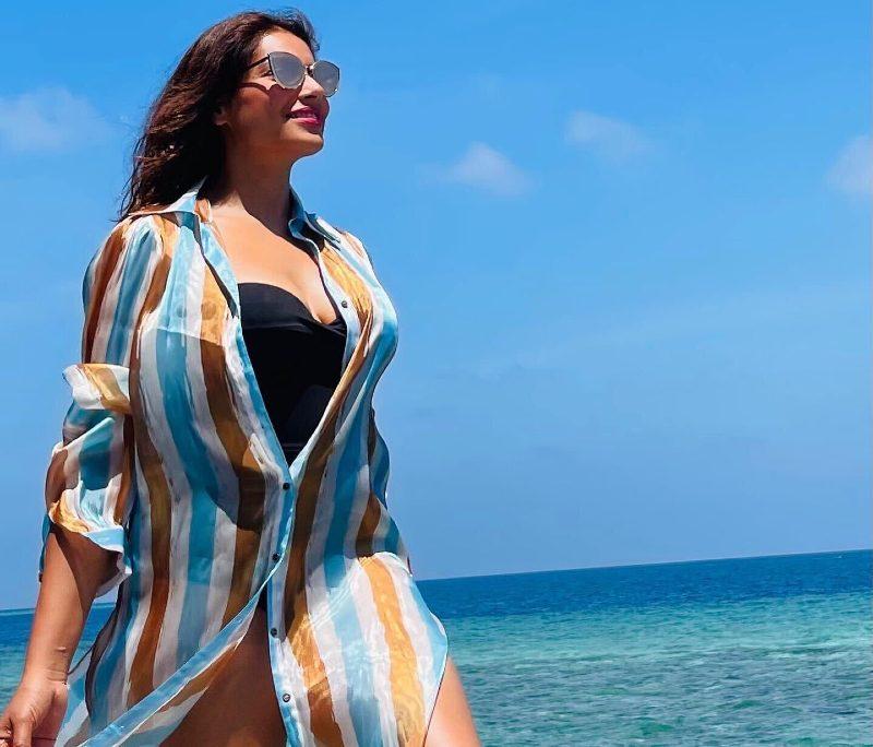 bipasha-basu-hot-bikini-pics-enjoy-holiday-in-maldives-with-her-husband-karan-grover