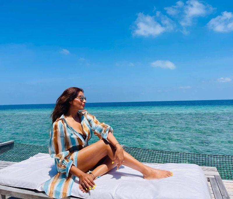bollywood-actress-bipasha-basu-bikini-pics-enjoy-holiday-in-maldives-with-her-husband-karan-grover