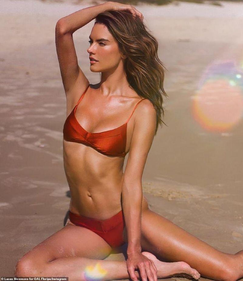hot-model-Alessandra-Ambrosio-bikini-pictures-increasing-the-heat